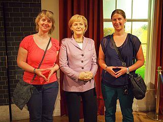Die Mädels mit ihrer Chefin